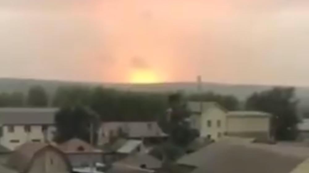 На территории воинской части в России, где четыре дня назад прогремели мощные взрывы, снова пожар. Видео