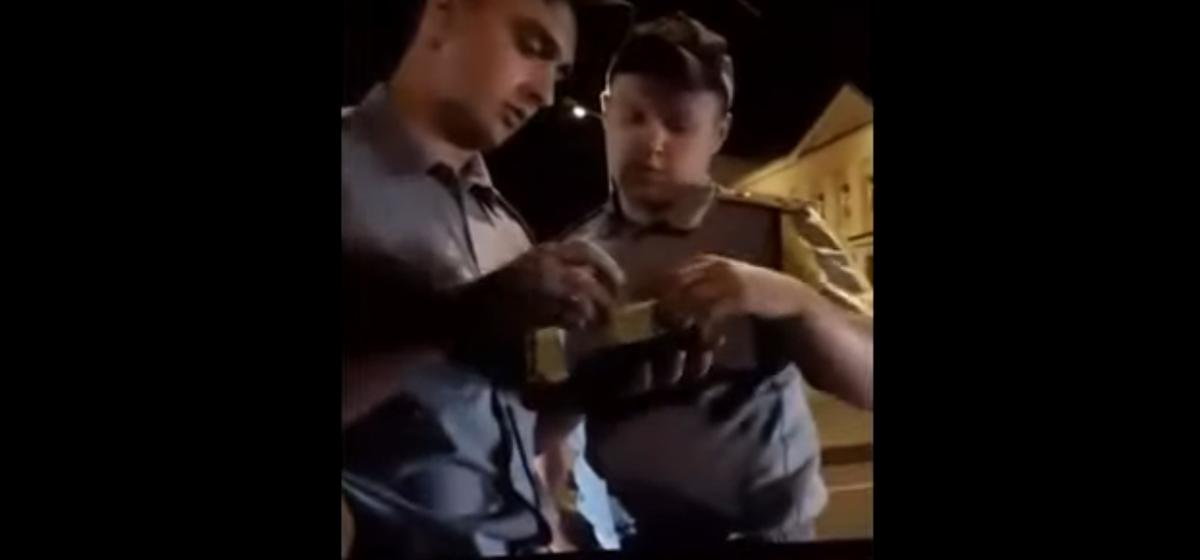 «Ты кто такой?!»: в Малорите пьяный парень сцепился с гаишниками — теперь извиняется. Но могут возбудить уголовное дело. Видео