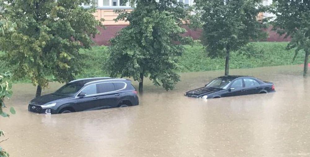 Новости. Главное за 8 августа: Скорая перевернулась на крышу в Ивацевичах, как после сильного ливня затопило Минск и бус сбил стадо коров на трассе