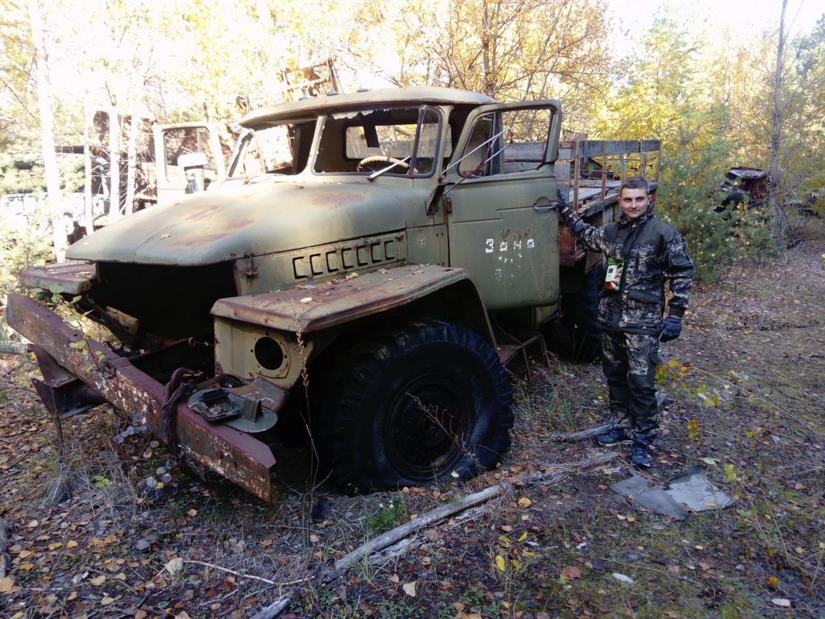 В Чернобыльской зоне можно увидеть немало брошенной техники. Фото: Георгий САПЕШКО