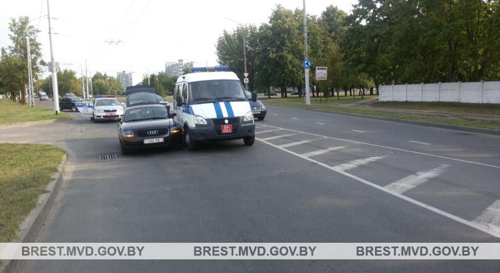 Служебное авто милиции попало в ДТП в Бресте
