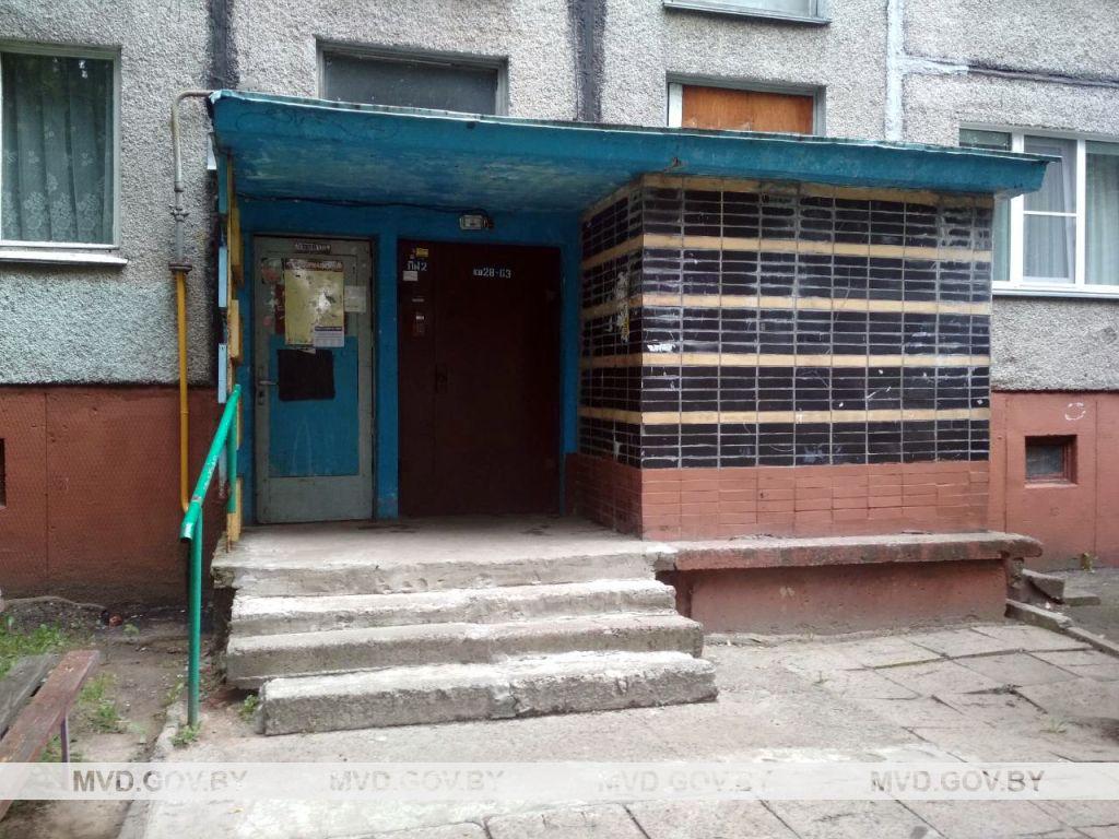 Подъезд, в котором задержали неадекватного мужчину. Фото: МВД Беларуси