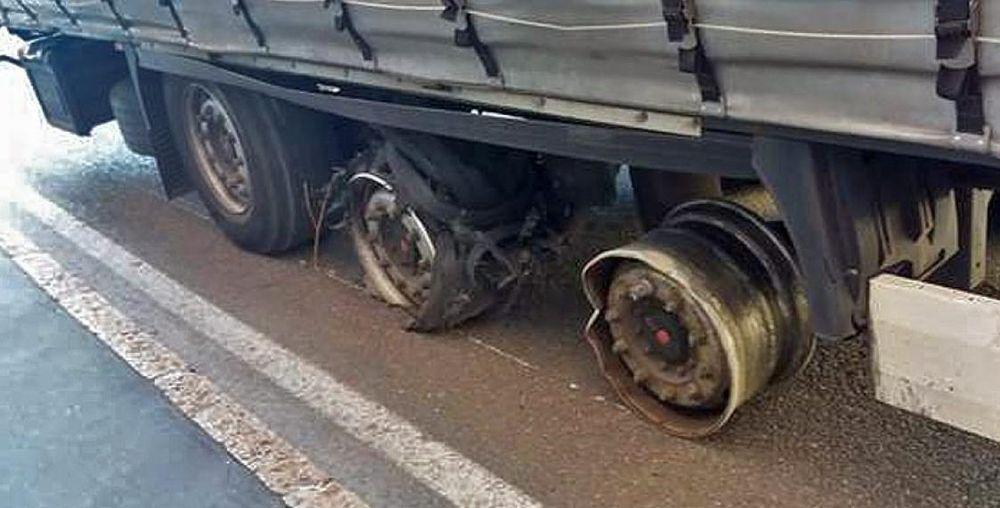 Так выглядели колеса фуры / ciaocomo.it