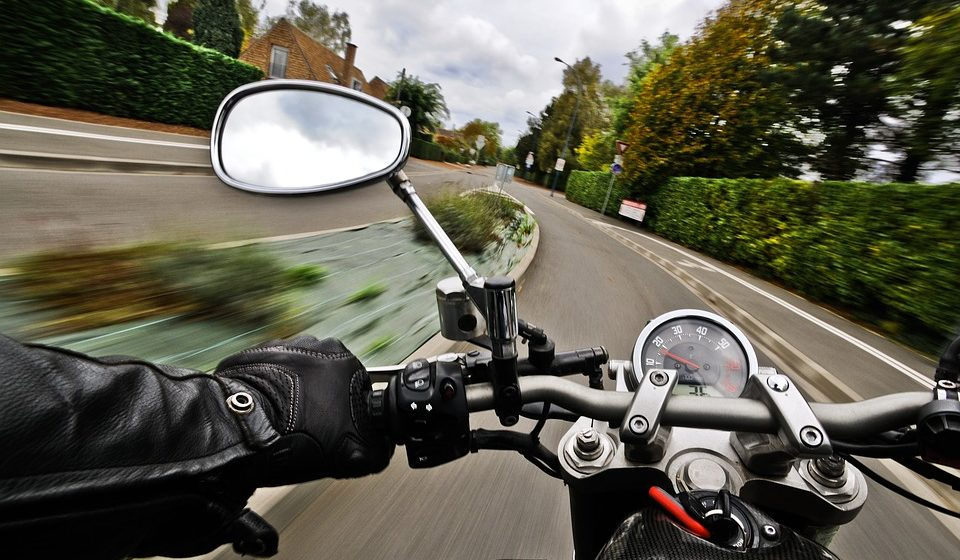 Нетрезвый мужчина зашел в гости к соседу в Барановичском районе и угнал у него мотоцикл