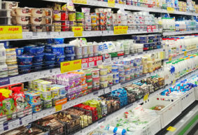 Минус два пакета молока за год. Сравнили, как подорожали продукты в магазинах и в официальной статистике