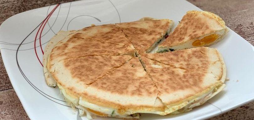 Вкусно и быстро: яичница в лаваше