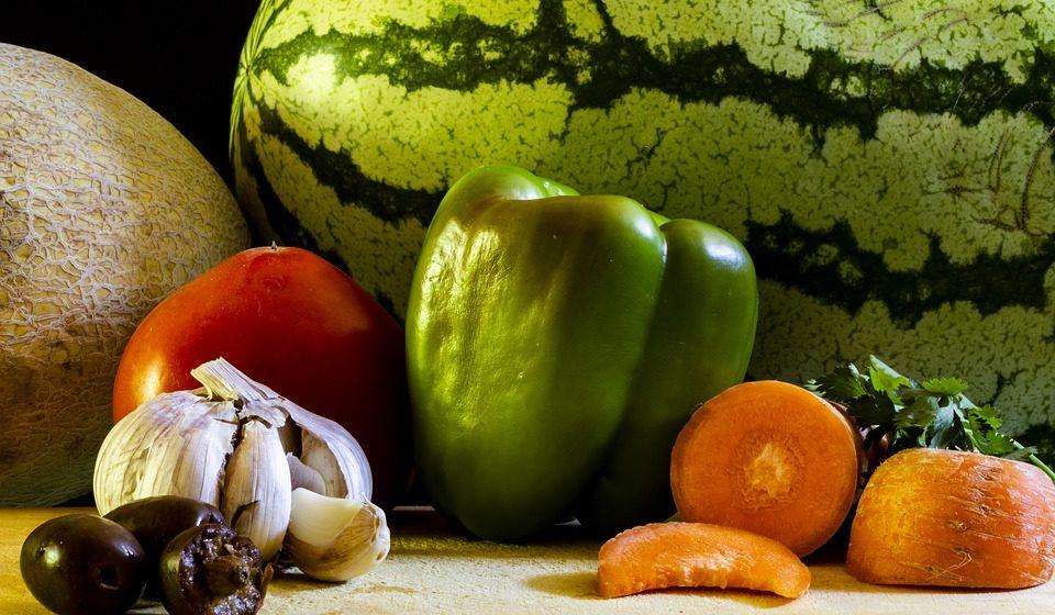 Врачи назвали наиболее полезные для лета фрукты
