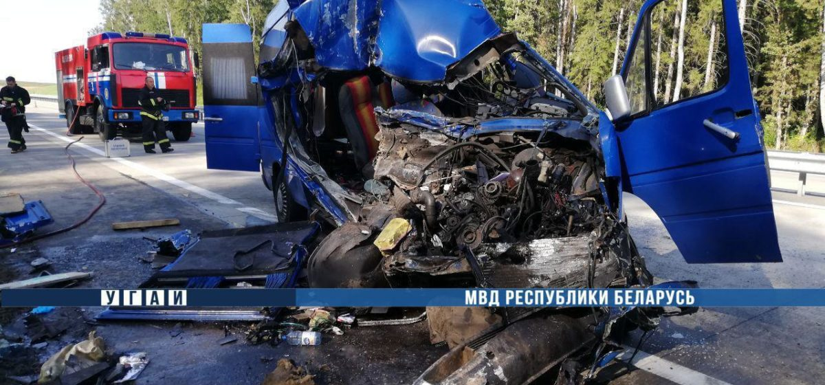 Под Минском маршрутка въехала в фуру «Ами-Мебель», двое погибших. Видео