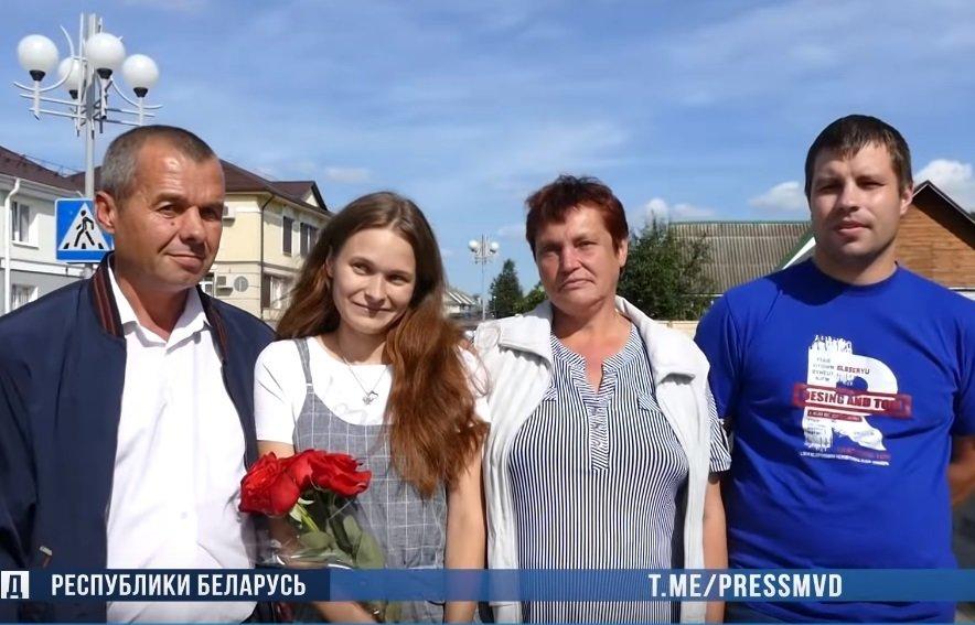 Отец Юли, Юля, ее мама и Илья — друг девушки. Фото: МВД