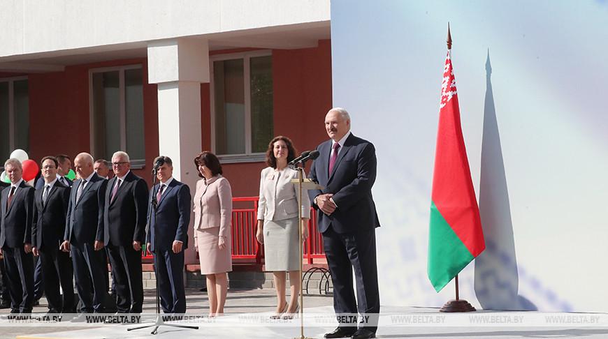 Лукашенко поручил усилить дисциплину в школах