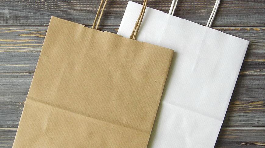 Магазины обязали продавать пакеты и посуду из бумаги