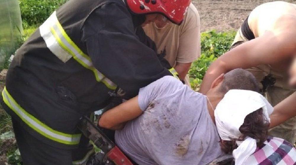 Ногу мужчины зажало в мотокультиваторе в Горках (фото)