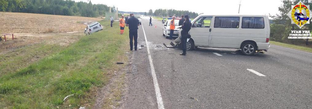 Под Светлогорском столкнулись Mercedes и микроавтобус: водитель легковушки погиб