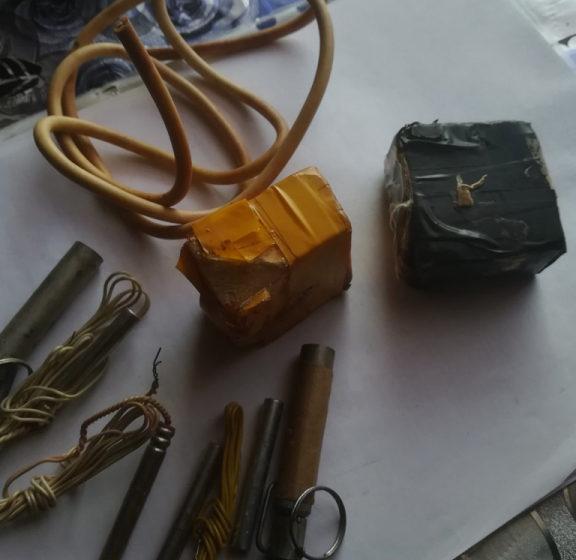 В Петриковском районе участкового вызвали на семейный скандал, а нашел он патроны, ружье и взрывчатку
