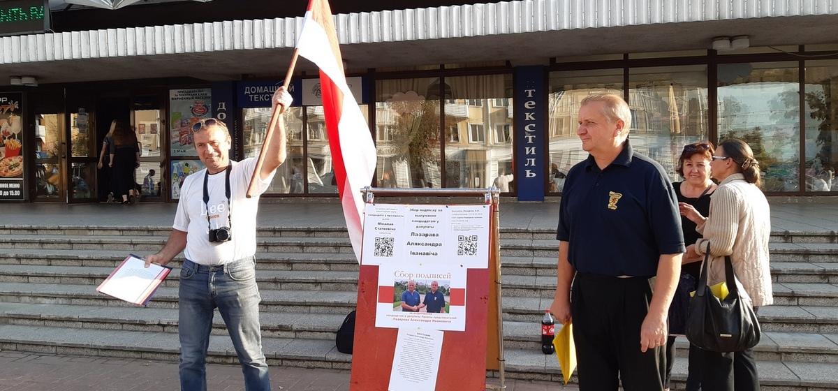 Один из первых пикетов по сбору подписей за выдвижение кандидатом в депутаты прошел в Барановичах. Фотофакт