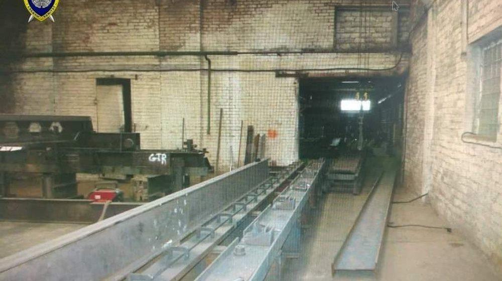 На слуцком заводе на электросварщика упала металлическая балка