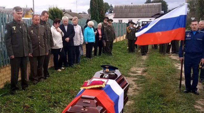 В Горках похоронили 29-летнего летчика, погибшего на учениях в РФ