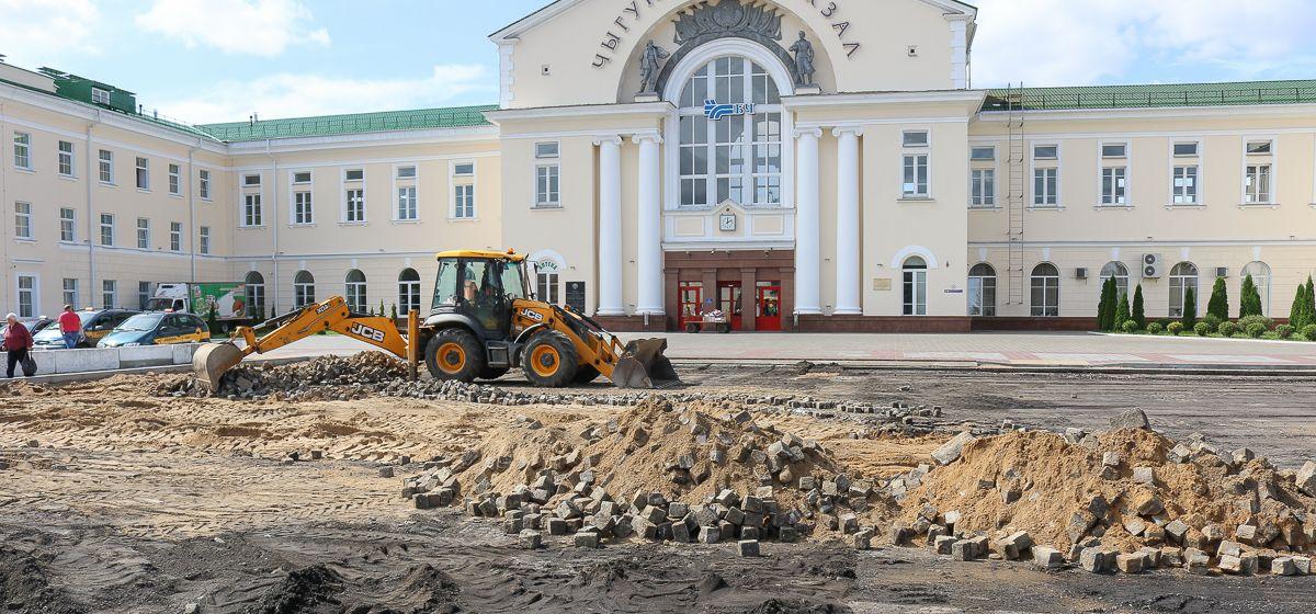 Август 2019 года. Брусчатка на привокзальной площади в Барановичах. Фото: Александр ЧЕРНЫЙ