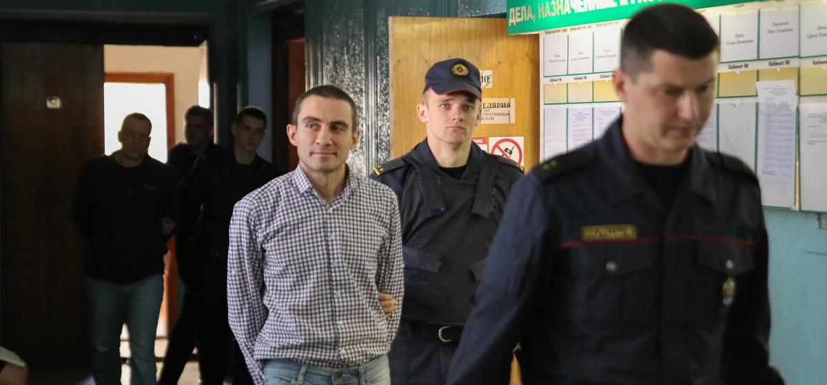 «Продашь три пистолета, четвертый получишь в подарок». Пятый день суда по факту кражи оружия из Барановичского гарнизона. Онлайн