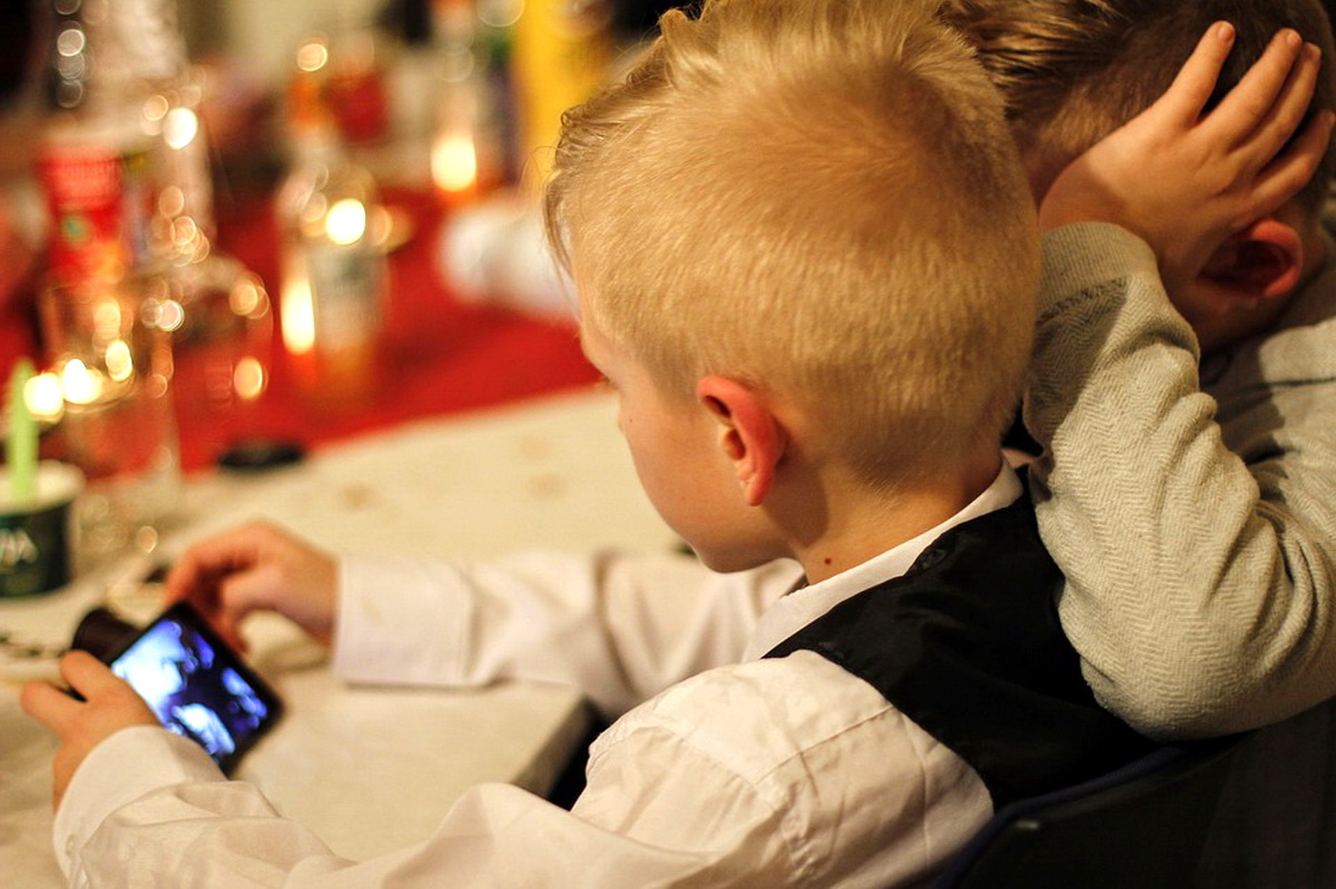 уществует множество программ, которые помогут школьнику в учебе. Владельцы смартфонов на Android могут скачать их в Google Play. Фото: pixabay.com