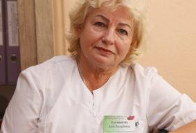 Кардиолог рассказала о первых симптомах ишемической болезни сердца. Боль в животе и одышка – на что еще обратить внимание