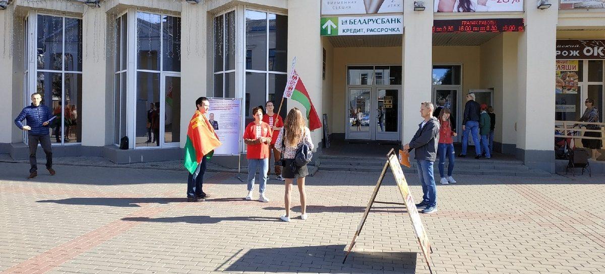 Пикеты по сбору подписей в поддержку претендентов на депутатские места в нижней палате парламента продолжаются в Барановичах. Фотофакт