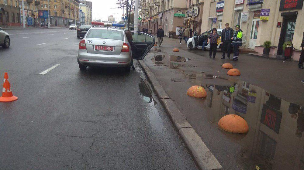 Легковушка вылетела на тротуар и сбила женщину-пешехода в Минске