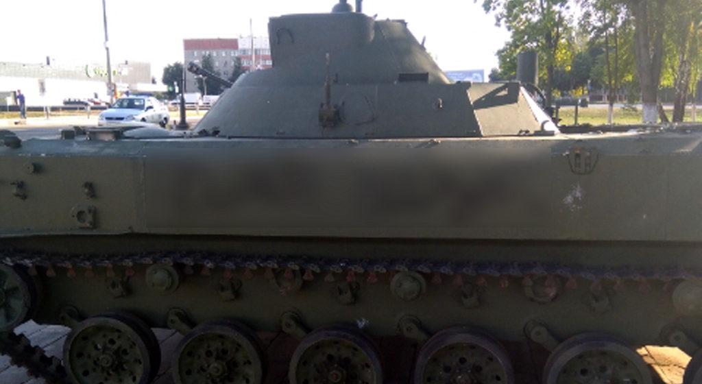 Девятилетний мальчик исписал ругательствами боевую машину десанта в Гомельской области
