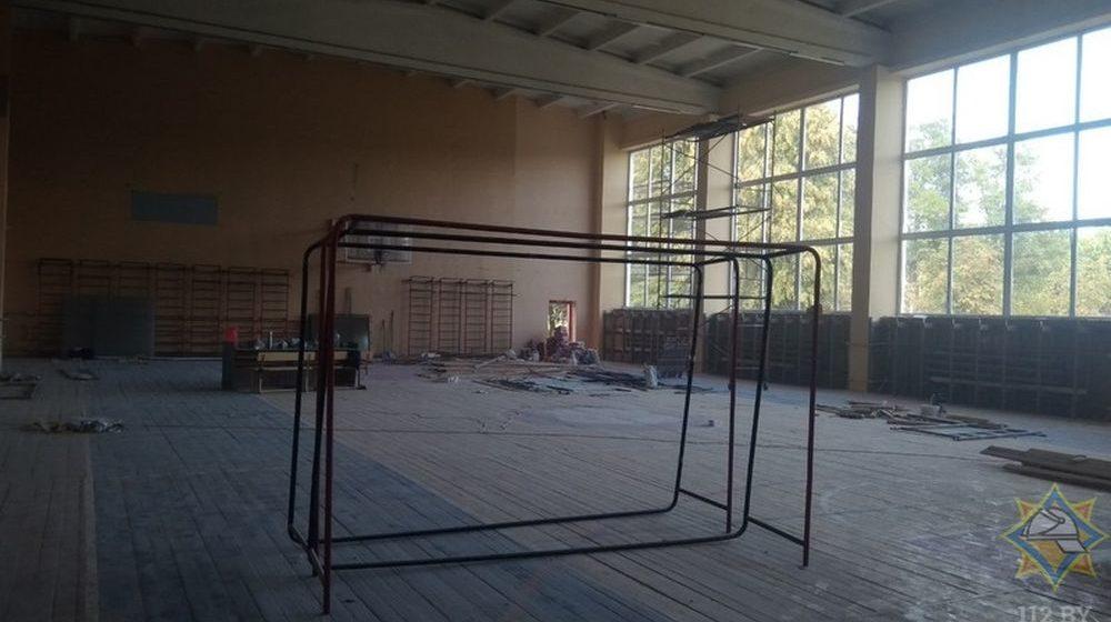 Из-за пожара в здании Ляховичского аграрного колледжа эвакуировали более 90 человек