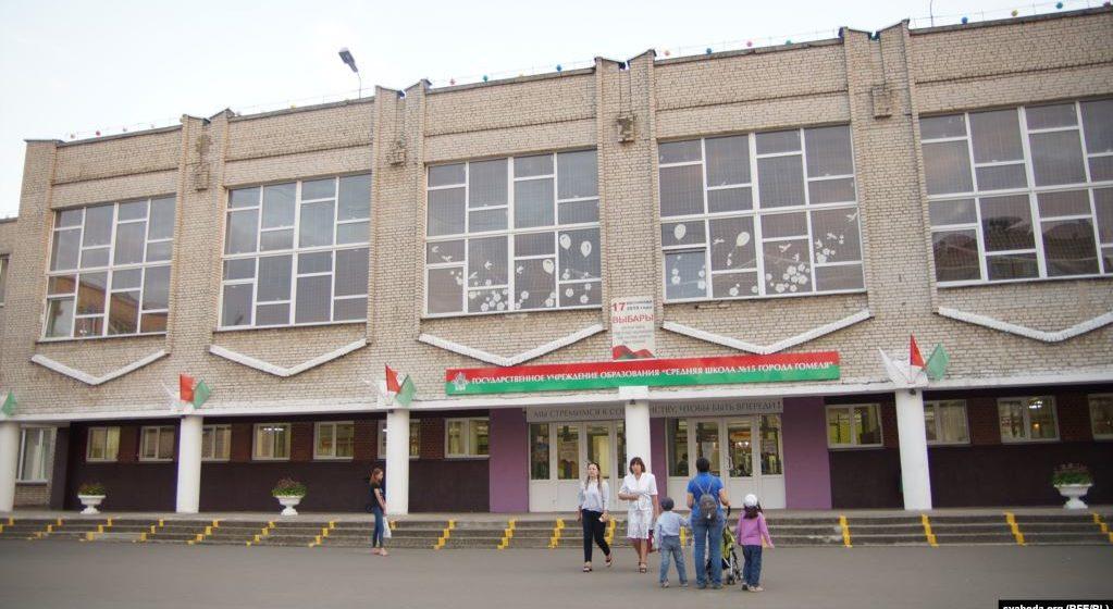 Новый директор назначен в гомельской школе, где произошел конфликт учителя с учеником. Где теперь старый директор, уволенный после вмешательства Лукашенко