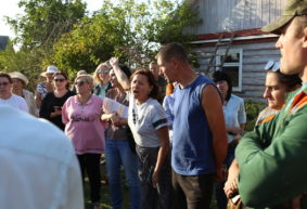 «Хоронить хотят посреди деревни». В Барановичском районе люди протестуют против создания нового кладбища рядом с их селом