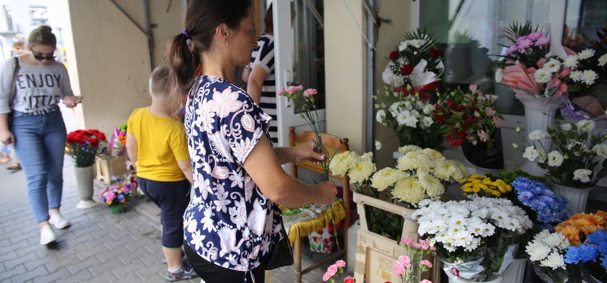 В налоговой инспекции Барановичей рассказали, как физлицам продавать цветы ко Дню учителя
