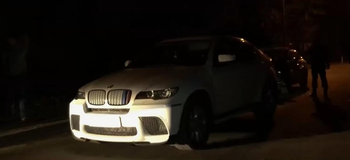 В Гомеле трое неизвестных напали на хозяйку BMW, избили ее и забрали пять тысяч долларов. Видео