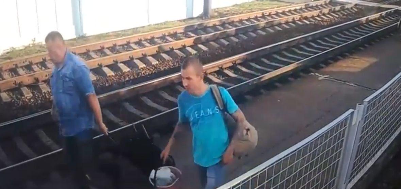 Транспортная милиция разыскивает мужчину, которого подозревают в краже в дизель-поезде. Видео