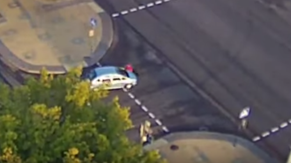 Легковушка сбила брестчанку на пешеходном переходе и несколько метров провезла ее на капоте. Видеофакт