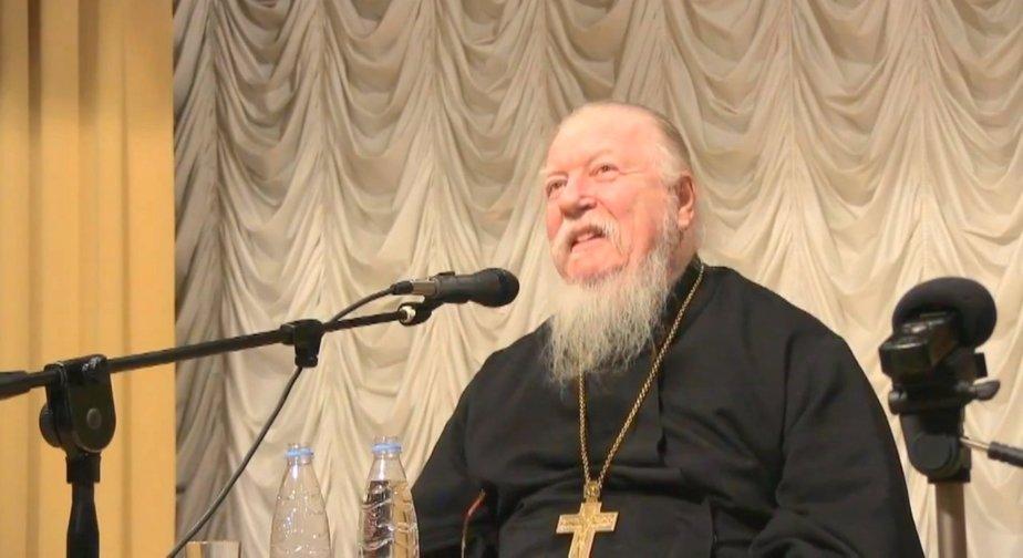 «Я ему дал по роже, и вот он уже пять лет не ругается». Глава патриаршей комиссии РПЦ рассказал, как отучить человека от использования нецензурной лексики