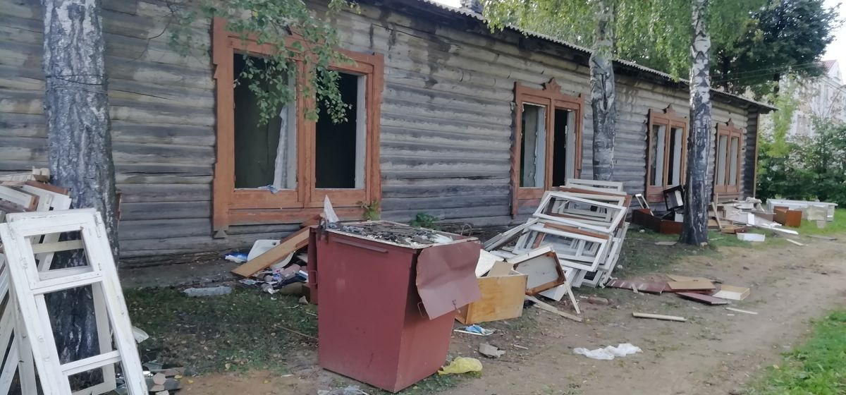 Один из последних царских бараков сносят в Барановичах. Фотофакт