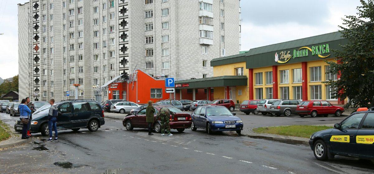 Два автомобиля столкнулись на улице Брестской в Барановичах