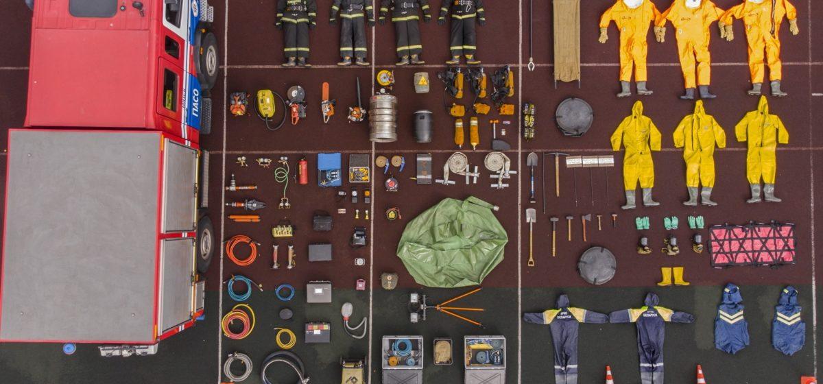Белорусские спасатели поучаствовали в мировом флешмобе – сфотографировались лежа со всем своим оборудованием