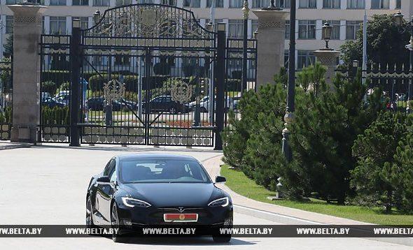 Лукашенко: «Теслу» мне Маск подарил