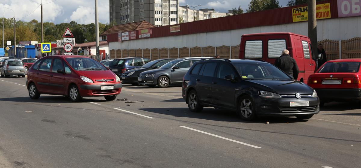 Два автомобиля столкнулись на Минской улице в Барановичах