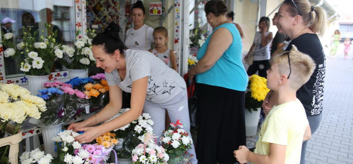 Как в Барановичах покупают цветы к школьным линейкам