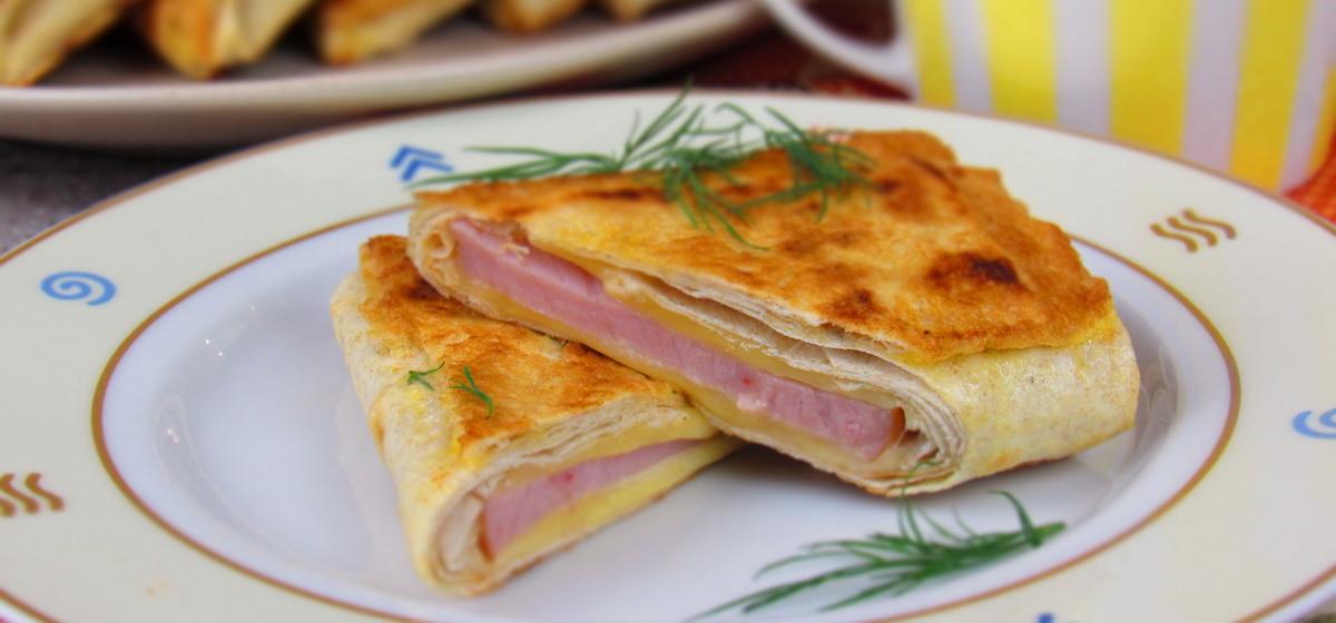 Вкусно и просто. Конвертики из лаваша с ветчиной и сыром