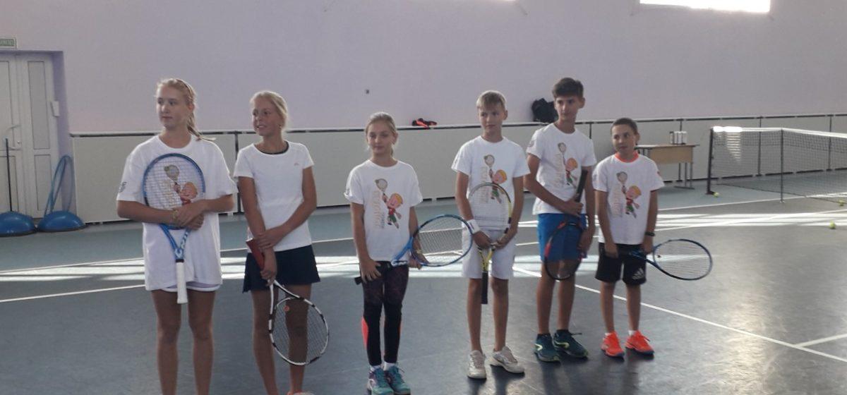 Как юные теннисисты Барановичей сыграли на выезде с ровесниками из Гродно