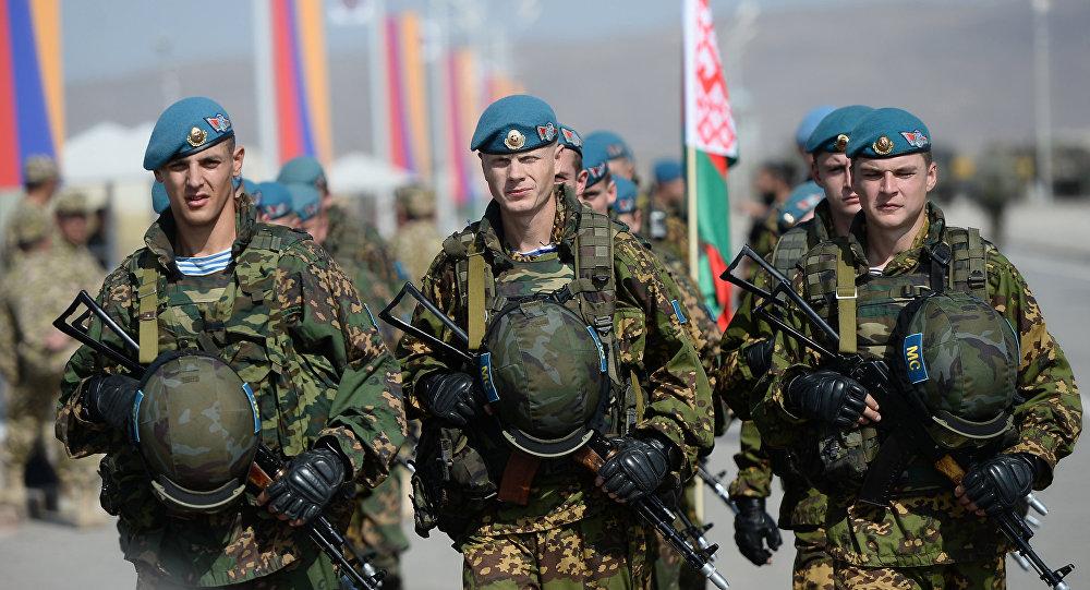 Президент Беларуси вновь заявил, что готов ввести миротворцев на Донбасс. Возможно ли это?