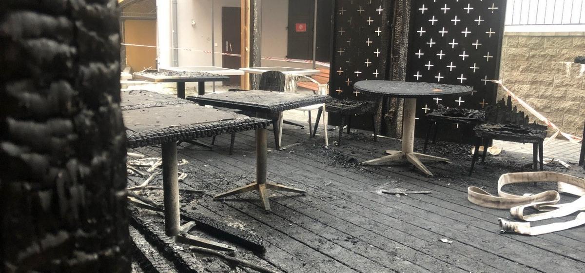 Из-за разрыва газового баллона в центре Минска сгорела терраса бара. Видео