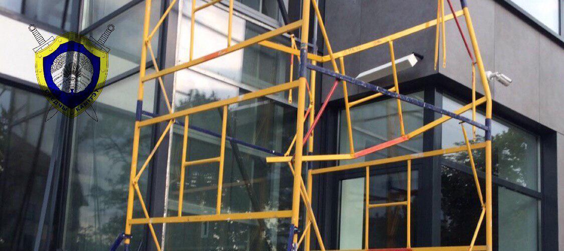 Трое рабочих и инженер упали со строительных лесов при реконструкции гостиницы в Бресте