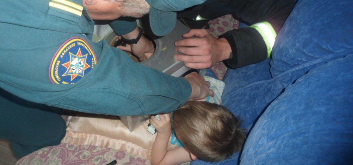 Ребенок засунул руку в музыкальную колонку – понадобилась помощь спасателей