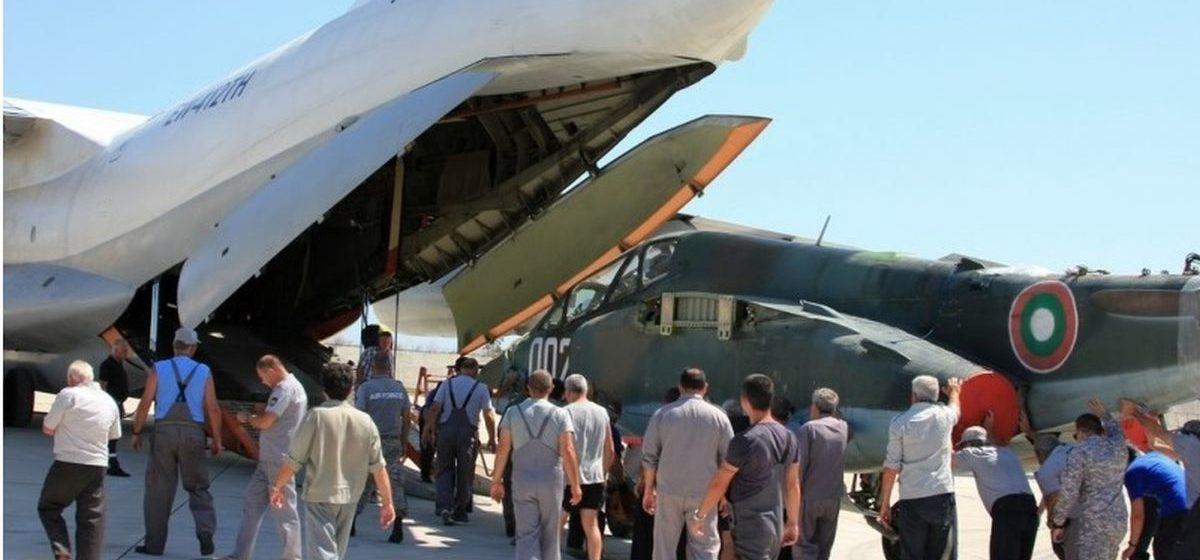 Первый самолет из Болгарии привезли на ремонт в Барановичи. Фотофакт