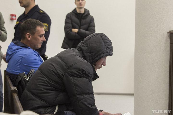 Потерпевший по делу — отец убитой Ани. На фото — в черной куртке. Станислав Коршунов, TUT.BY